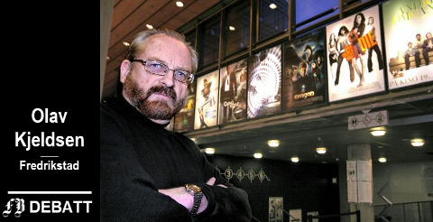 Olav Kjeldsen går igjen i krigen for Fredrikstad kino. Bildet er tatt i kinofoajeen i mars 2007, da han var inne i sitt siste år som sjef for kinoen.