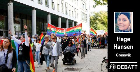 Stolthet: – Kirken går i Pride og kirken vier likekjønnede, skriver Hege Hansen til kristne som vil drive homoterapi. Bilde fra Fredrikstad Pride 2019.