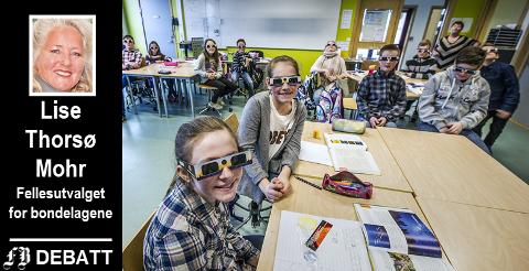 Måneformørkelse i naturfagtimen på Torsnes skole. Lise Thorsø Mohr mener kommunens arealplan som nå er ute til høring gir bud om en mørk fremtid for lokalsamfunn som ligger lengst vekk fra sentrum.