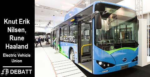 – Analyseselskapet Bloomberg anslår at elbusser kommer til å utkonkurrere dieselbusser innen de neste fem årene, heter det i innlegget. Bildet viser kinesisk elbuss som ble presentert under bilmesse i Tyskland i 2016.