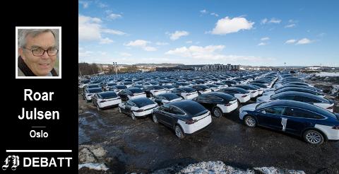 Leveringsklare Tesla-er fotografert på Hellerudsletta for én måned siden. Roar Julsen mener populariteten til elbiler skyldes en usosial subsidiering.