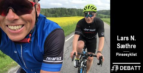 Glade syklister: Lars N. Sæthre (til venstre) og Haakon Brandsæter, begge bosatt i Bærum, under 135 kilometer pinsesykling til Søndre Karlsøy i Skjeberg, fortsatt glade etter å ha syklet gjennom trivelige Fredrikstad – tross utrivelig tilrop.