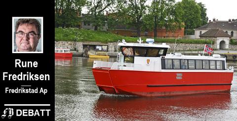 De rødfargede fergene vekker lokalpatriotismen hos Rune Fredriksen.