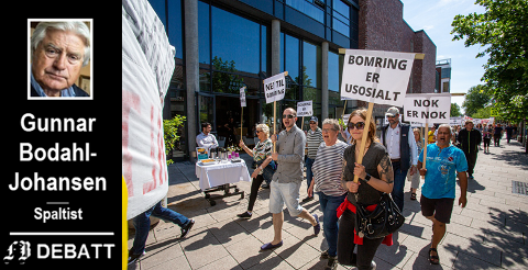 – Bompenger rammer dem som har minst hardest, men samtidig står vi igjen med spørsmålet hva vi skal gjøre for å begrense bilbruken inn til byene, skriver Bodahl Johansen. Bilde fra demonstrasjonen i Fredrikstad i juni i år.