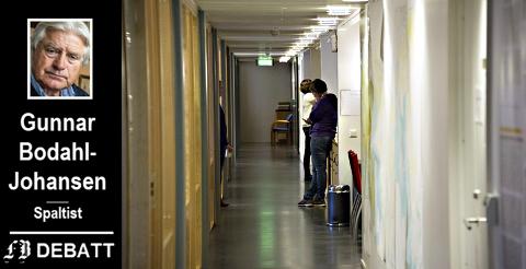 «Maktens korridorer»: – Politikerne bør kastes ut av rådhuset, skriver Gunnar Bodahl-Johansen. Han mener det gir politikere distanse som hjelper dem til å stille kritiske spørsmål på vegne av borgerne.