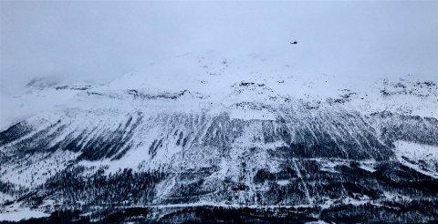 VANSKELIGE FORHOLD: Uvær og skredfare på Blåbærfjellet har så langt hindret letemannskapene fra å hente ut de fire skiløperne som er antatt å ha omkommet i et skred onsdag. Foto: Ola Solvang