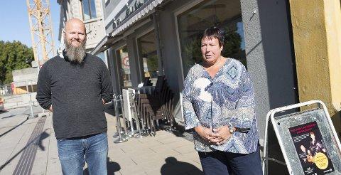 AKSJON Thore Johan Nærbøe (Rødt) og Hilde Nyutstumoen (Ap) håper folk velger å delta på deres arrangement lørdag framfor å oppsøke SIAN på Østre Torg.