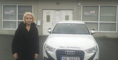 SPENT: Marie Iselin Rag har øvelseskjørt en del før hun begynte på kjøreskolen. FOTO: KRISTOFFER WESTERGAARD