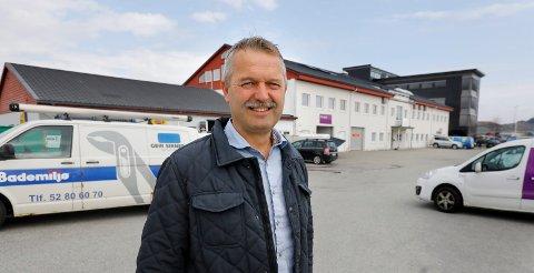 Murmester Helge Olsen eier Raglamyrvegen 22. Et bygg som har holdt mange mann i arbeid siden han kjøpte det i 2010. I nabolaget til den lite profilerte murmesteren, finner vi eiere som Hatteland, Eidesvik og den svenske og danske stat. Og Olsen fra Kolnes.