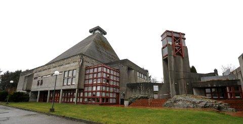 SNART 50 ÅR: 10. desember 1972 ble Rossabø kirke innviet. Den var tegnet av arkitekt MNAL Per Riseng med arkitekt Jan Stensrud.
