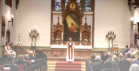 HISTORISK: Søndag ble det holdt ordinasjonsgudstjeneste i Vår Frelsers kirke. Her med ordinand Ingvild Bjørnøy Lalim (27).