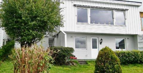 SELGER PRIVAT: Lars Erland lodder stemningen for å få solgt rekkehuset på Svehaug. Om ingen kjøpere melder seg, kommer han heller til å leie ut boligen.