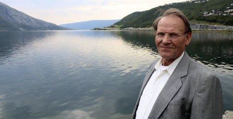 KRITISK: Knut Heggelund er kritisk til troféfisket etter laks i elvene våre, og håper det også i framtida skal være mulig å drive kilenotfiske etter laks og ørret i norske fjorder.  Foto: Stine Skipnes