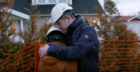 HELT ØDELAGT: Familien Slettebø Bryhns enebolig ble fullstendig ødelagt i brannen og måtte rives. Det ble tøft å se på for Noah og pappa Lars Terje.
