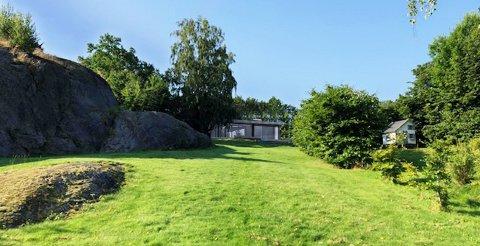 Kommunens administrasjon mener blant at den private sonen rundt hytta økes hvis dette blir bygd.