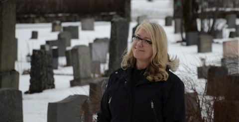 KREVENDE: Chatrin Hagen synger i begravelser opptil flere ganger i uka. Det er en oppgave hun tar på dypeste alvor. Foto: Ann Kristin Kjærnli
