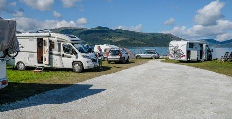Mange skal på bilferie i år. Her et bilde fra Yttervik camping.