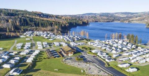 Mjøsa ferie og fritid: Ønsker å bygge 20–25 hytter i strandsonen i tillegg til et signalbygg som ses fra E6. Foto: Ole Johan Storsve