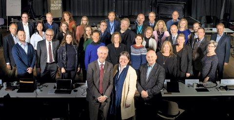 Forbereder Viken: Disse 34 folkevalgte styrer prosessen som skal lede til at Viken fylkeskommune ser dagens lys 1. januar 2020. Nå ønsker de forslag fra innbyggerne på hva som skal være visjonen til den nye fylkeskommunen.