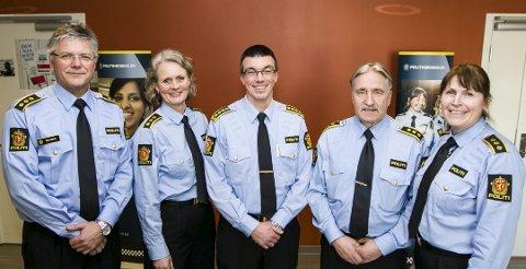 Nye politisjefer: Fra venstre: Karl-Vidar Solberg, Hilde Hognestad Strauman, Terje Didriksen, Bernt Ingar Jahren og Grethe Løland.Foto: Lisbeth Lund Andresen