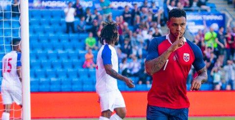 Joshua King jubler for sin 1-0-scoring under landskampen for menn mellom Norge og Panama på Ullevaal Stadion.