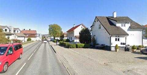 ET LIV PÅ VENT: I elleve år har Erik og Eva Carlsen her i Oalsgata 44 ventet i usikkerhet på om huset deres skal rive eller ei. Foto: Google Maps