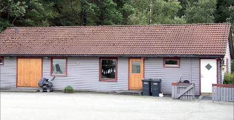 OFFENTLEG TOALETT: Brannstasjonen i Jøsenfjorden medan han framleis var barnehage. Jøsenfjorden bygdautval vil gjera toalettet offentleg, og ber kommunen om å hjelpa til med løn til vaskehjelp.