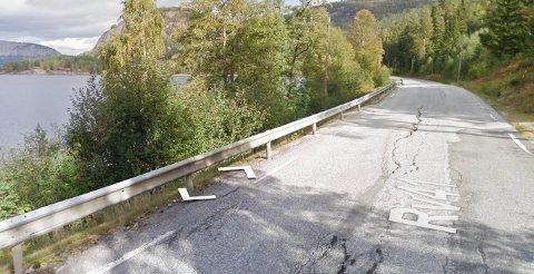 SPESIELL?: Bilisten lurer på hva som gjør riksvei 41 mellom Treungen og Vrådal så spesiell.