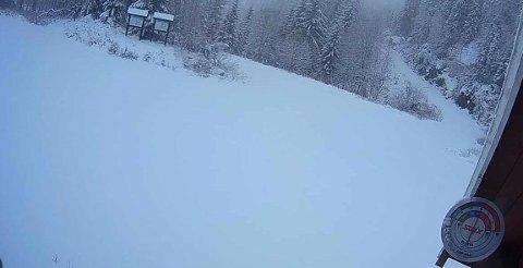 ENDELIG: Endelig er det snø på Svanstul, og dermed er det bare å glede seg til løypemaskinen er i gang.