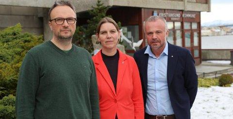 Fungerende kommuneoverlege Askill Sandvik (fra venstre), kommunalsjef Siv Iren Stormo Andersson og ordfører Kjell Neergaard i Kristiansund.