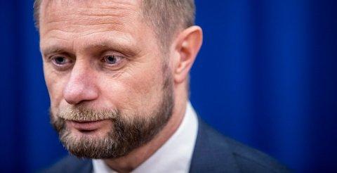 Bent Høie sier at tilliten til Hurtigruten er svekket.