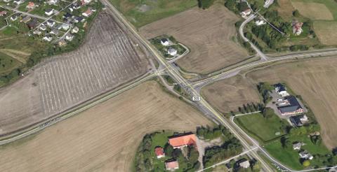 RUNDKJØRING: I dette krysset på Nøtterøy kan det bli en rundkjøring. Både kommunen og politikerne er positive.