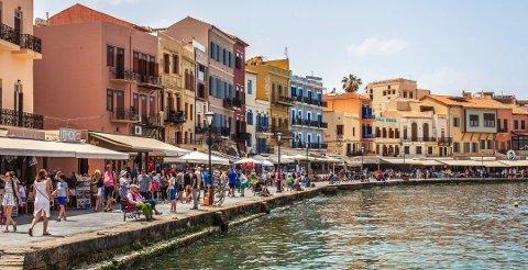MELD FRA HVOR DU DRAR: Myndighetene ønsker at alle nordmenn registrerer seg, også når de drar på charterferie til Kreta.