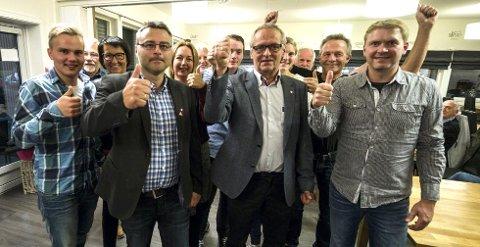 Arbeiderpartiets listekandidater var optimistiske på valgvake i Holtålen. Nå ønsker partiet å presisere at partiet ikke har gitt uriktige opplysninger. Foto: Nils Kåre Nesvold