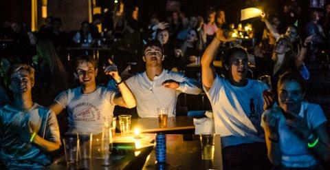 INGEN DANSING: Publikum satt pent på plassene sine da Klovner i Kamp spilte konsert for til sammen 600 mennesker, fordelt på tre forskjellige kohorter i Aud Max lørdag kveld.
