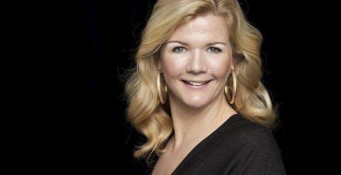 Fyrverkeri: Anne Lindmo er kjend for å vere verbalt dyktig, så Per Øyvind Helle gler seg til å høyre henne på scena i kinosalen fredag.pressefoto