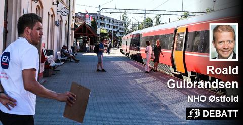 – Lite kan konkurrere med den stoiske roen en togtur kan gi oss som passasjerer, skriver Roald Gulbransen.