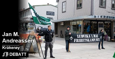 – Politikerne som vil innskrenke ytringsfriheten skremmer meg mer enn Den nordiske motstandsbevegelsen, skriver Jan M. Andreassen. Bilde fra stand i Fredrikstad i april dette året.