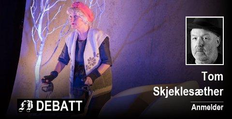 Bilde fra forestillingen «Skjørtet som falt ned fra himmelen». Foto Øyvind Holm Edvardsen