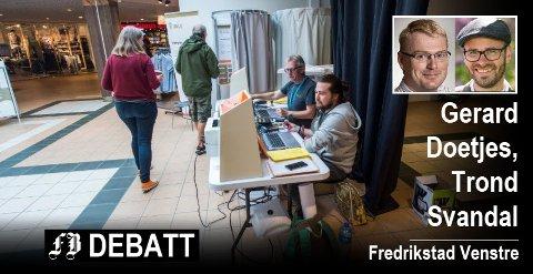 Nye tiltak er forsøkt for å få opp valgdeltagelsen, her fra siste stemmegiving i Østfoldhallen under siste stortingsvalg. Foto:  Erik Hagen