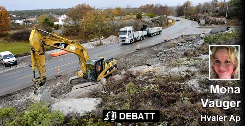 Krysset på Asmaløy der veien tar av til Rød og skolen ble utvidet og gjort mer oversiktlig høsten 2013.  Nå ber Hvaler Arbeiderparti om fartsgrense på 50 km/t her og  ved Skjelsbu på Vesterøy.