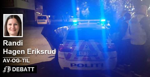 Både politi og ambulanse ble tilkalt til festen Bøndernes Hus i Råde natt til søndag. Tre ble innbragt til arresten.