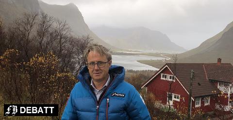 Som dekningsdirektør i Telenor har Saltnes-bosatte Bjørn Amundsen, hele Norge som arbeidsplass. Bildet er fra Lofoten der Flakstad-ordføreren er blant dem som forteller hvor skoen trykker.
