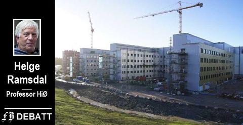 Oktober 2013: «Supersykehuset» tar form, de fire byggene med sengeavdelinger for somatikk nærmer seg fullført.  – Åpningen i november 2015 var en milepæl i arbeidet for å effektivisere spesialisttjenestene i fylket, heter det i kronikken.