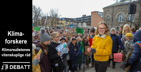 Kronikkforfatterne henvender seg til  foreldre og elever som engasjerte seg i klimastreiken. På bildet ser vi streikeleder Fredrikke Skahjem som holdt tale på rådhustrappa i Fredrikstad.