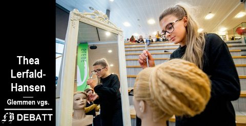 Arkivbildet viser elev Fitore Seferaj som demonstrerer ferdigheter hun har tilegnet seg fra skolens hverdagshelter på frisørlinja.