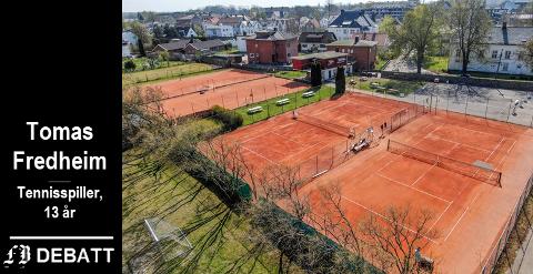 Fredrikstad Tennisklubbs anlegg i Bydalen er  avhengig av vær og årstid, påpeker Tomas Fredheim: – Uten tennis hall må vi avlyse kamper og treninger hver gang det regner.