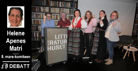 Bunadsgeriljaens frontfigur Anja Cecilie Slokvik fra Kristiansund gjestet  Litteraturhuset onsdag. Vi ser (fra venstre) Lisa Skaret, Ingrid Nygren Rognes, Anja Cecilie Solvik, Cecilie Agnalt, Birgit Gullstein (fra Rolvsøy, også i bunad) og Rita Standal.