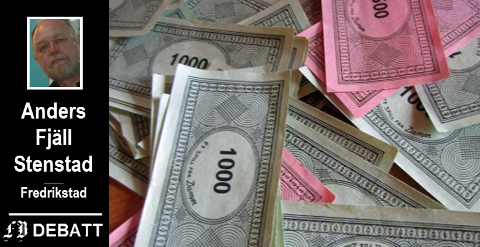 Anders Fjäll Stenstad forteller at har måttet ty til kredittkort for å betale husleie. I tittelen stiller han spørsmål om monopolpenger kan brukes til å betale?