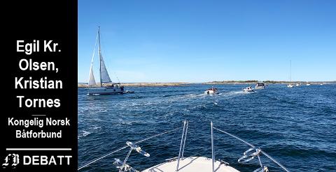 Tett mellom båtene: – Vi navigerer mot tidenes båtsommer, heter det i kronikken. Det er en påstand som underbygges av bildet som er tatt ved Strømtangen tidligere i sommer.